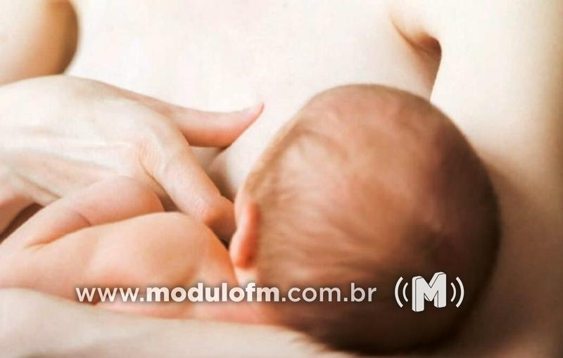 Criança é socorrida após se engasgar com leite materno