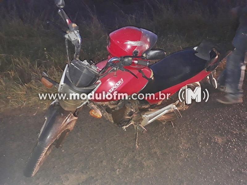Motociclista é conduzido em moto adulterada na MGC 462