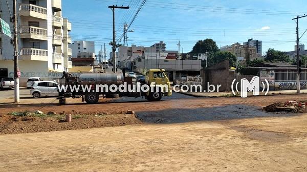 Secretaria de obras pede atenção de motoristas e pedestre em canteiros de obras.