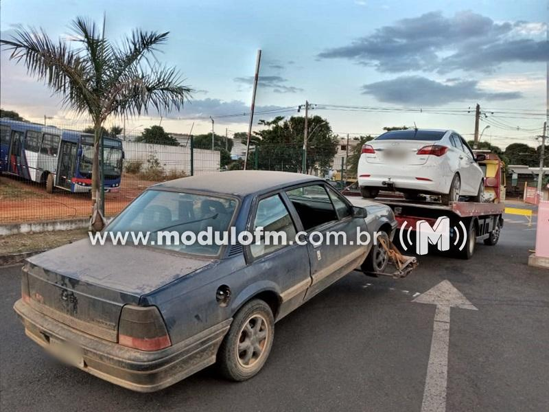 Veículo furtado é localizado a poucos metros do batalhão da Polícia Militar em Patrocínio