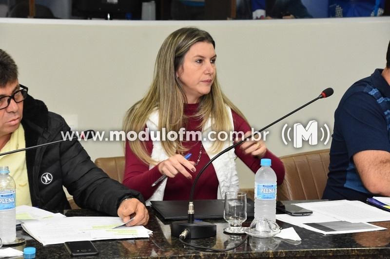 Vereadora Adriana de Paula (PTB) destaca os trabalhos da construção da praça da saúde no bairro Boa Esperança