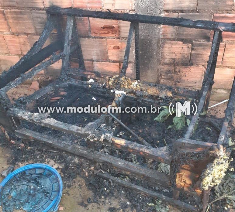 Casa com materiais recicláveis pega fogo em Patrocínio