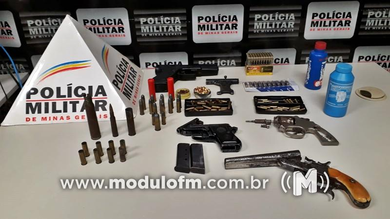 Homem é preso com quase 150 munições e armas...