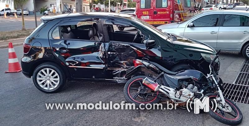 Motociclista fica ferido após colisão entra carro e moto