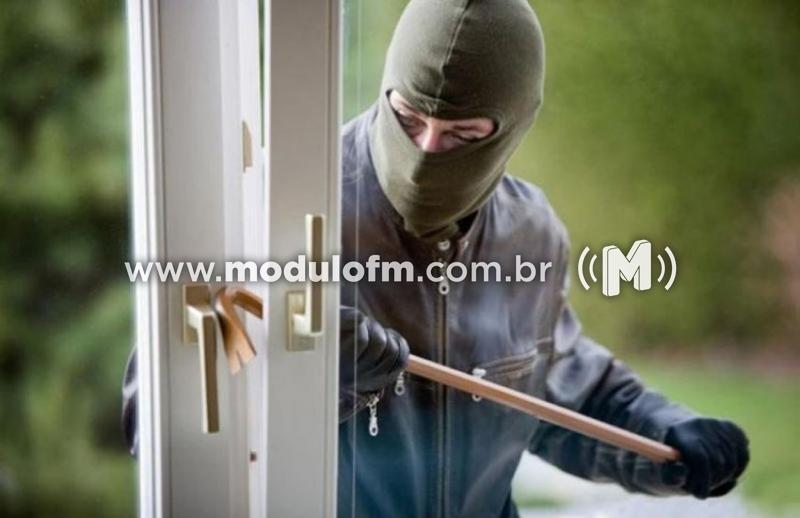 Residência é invadida e objetos são furtados no bairro Nações