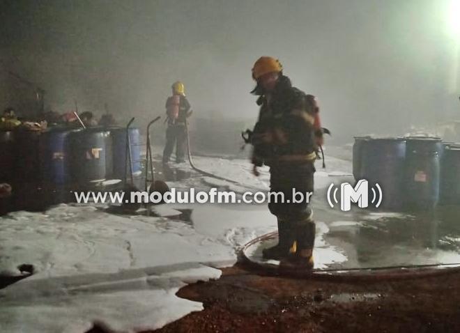 Possível incêndio criminoso atinge deposito e causa prejuízo em...