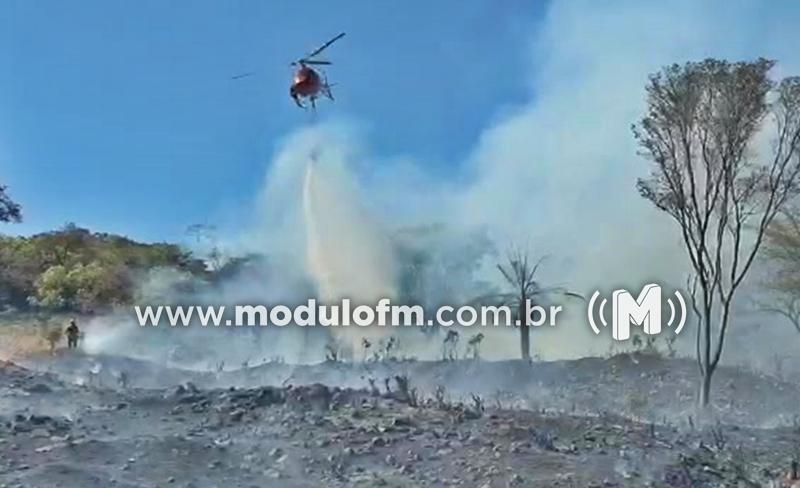 Veja o vídeo: Bombeiros seguem combatendo incêndio no entorno...